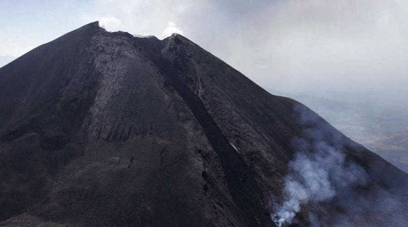Hace erupcion el Volcan Pacaya en Guatemala